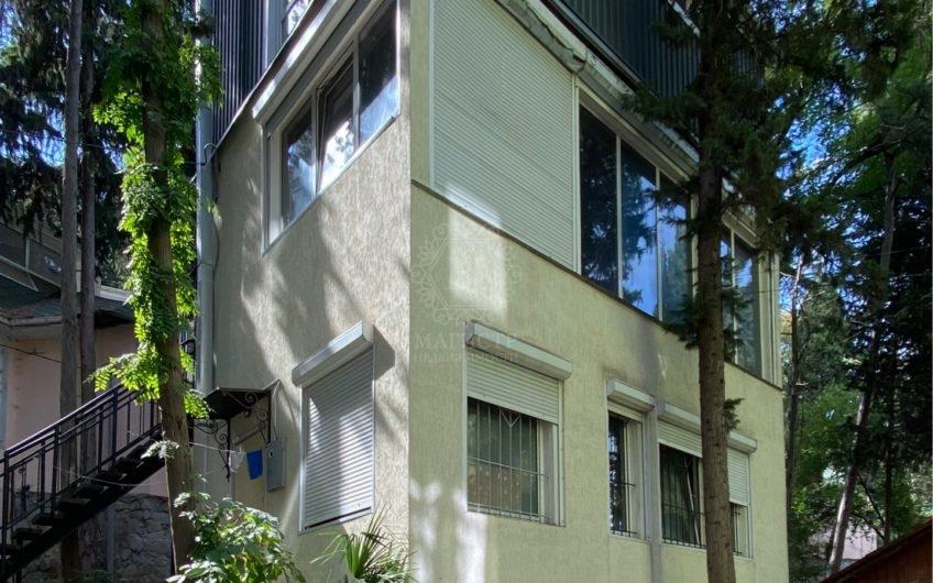 Продам домик в центре Ялты по улице Щербака